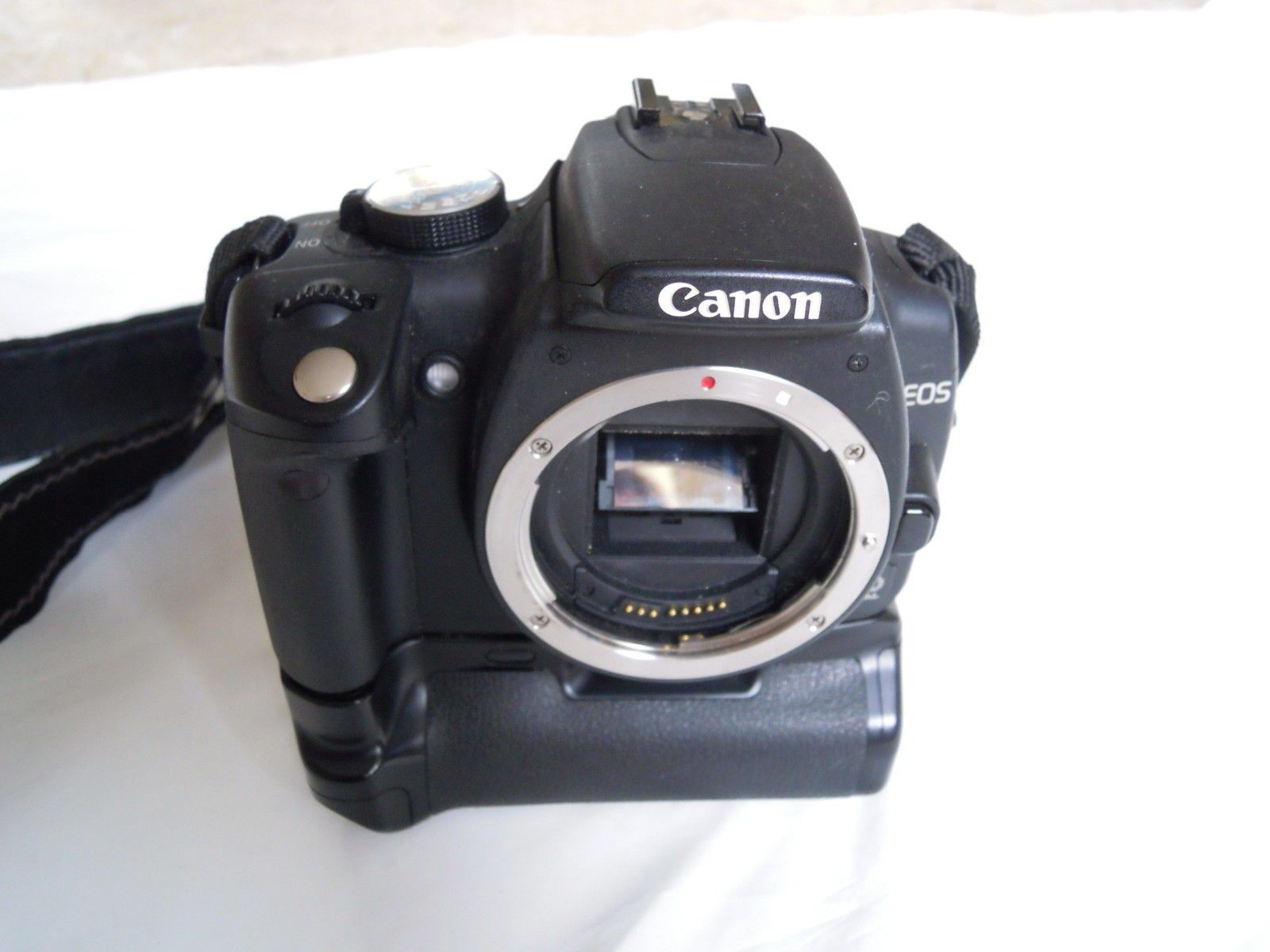 CANON EOS 350D WITH GRIP 2 BATTERIES AND CHARGER