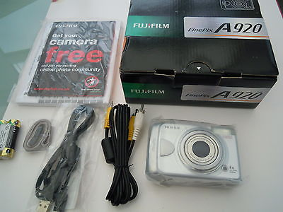 Fujifilm FinePix A920 9.0 MP Digital Camera - Silver